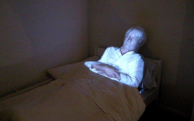 Den døde mand i værelset med den hemmelige indgang til kælderen. Foto: Amalie Frederiksen