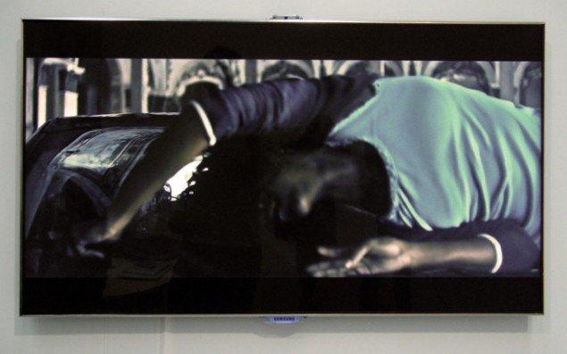 Still fra videoværket Sirens og Chrome af Jesper Just. Lige nu kan man desuden opleve ni af Justs bedste værker på HEART i Herning.