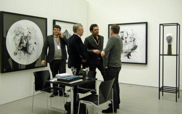 Martin Asbæk Gallery viste en større præsentation af danske Cathrine Raben Davidsen. Gallerist Martin Asbæk til venstre i billedet.