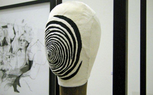 Cathrine Raben Davidsen er måske mest kendt for hendes malerier og grafiske værker, men hun laver også skulpturelle værker.