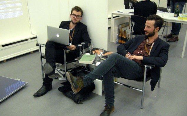 Andreas Henningsen og Mathias Dührkop fra Henningsens Gallery forstod at slappe af i alt virasset.