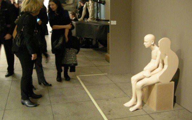 Efter mange timer på Market kunne man godt have sympati for denne skulptur af Anders Krisár. Skulpturen var en del af et program kaldet Market at large som præsenterede flere store værker rundt omkring i bygningen.