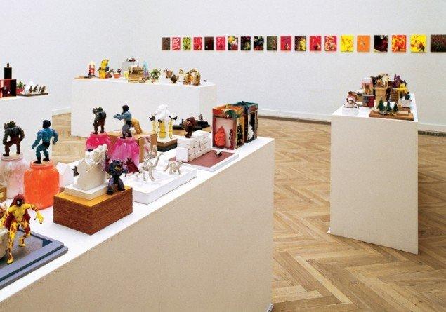 Udstillingsview fra udstillingen Who's Afraid of a Monster, Randers Kunstmuseum, 2002. Foto: Stig Brøgger.