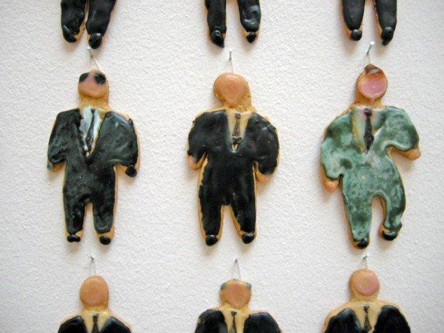 Detalje af værket Bake your own, som består af 299 små kagemænd. Af Sisse Hoffmann. Foto: Jan Falk Borup