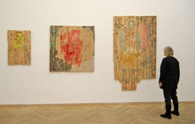 Den finske kunstner Camilla Vuorenmaa har fået tre værker med, alle lavet i træsnit. Foto: Jan Falk Borup