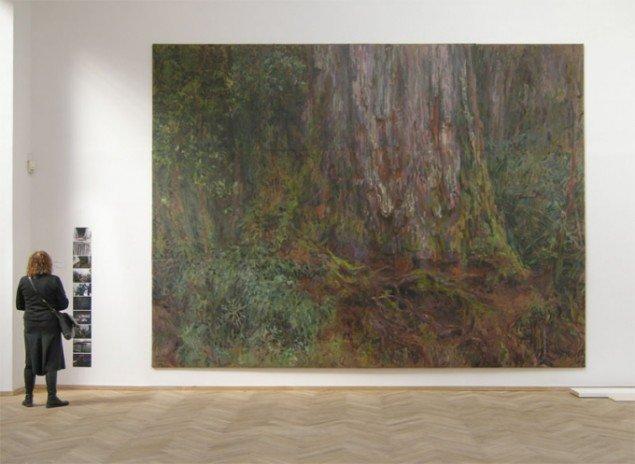 Det ernorme maleri Millenary Alerce (1:1) malet on site i skoven af chilenske Rafael Yaluff. Foto: Jan Falk Borup