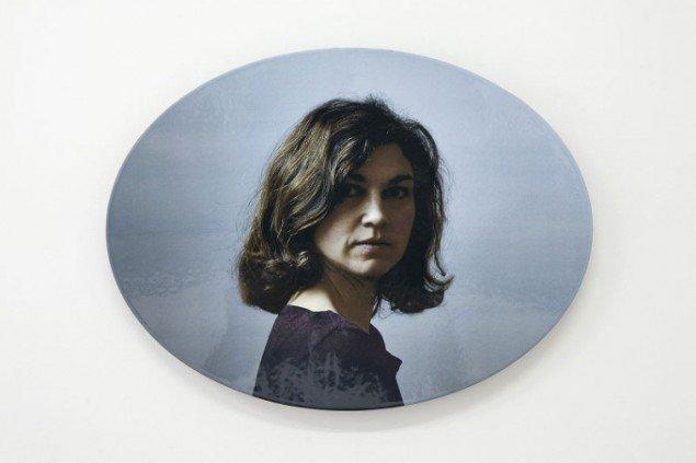 Rosemaria Rex: Det er sandt, at jeg ikke forlader mit hus, emalje, 65 x 49 (oval). Foto: Jerry Jakobsfeld