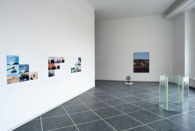 Installationsview, Surburban Life – Photography as Painting, 2013. (Foto: Stine Heger)