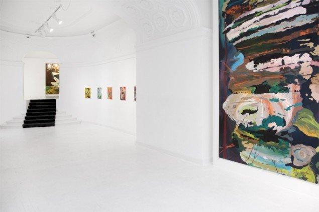 Udstillingsview. The Bloody Kernel, 2011 (forgrund, højre). Foto: David Stjernholm