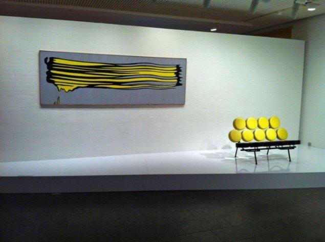 George Nelsons sofa møder Roy Lichtensteins penselstrøg. Pop Art Design, Installationshot (Foto: Rasmus Vestergaard)