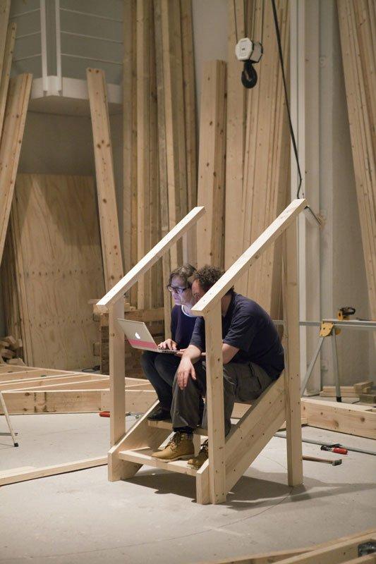 Marianne Jørgensen under arbejdet med den kommende udstilling Entropia ved ved Statens Værksteder for Kunst. (Foto: Barbara Katzin)