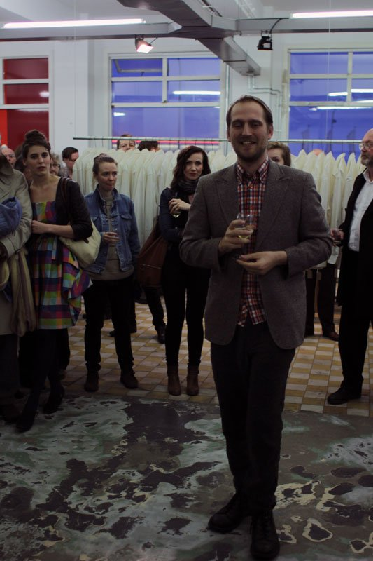 Markús Þór Andrésson udner åbningen af festivalen på The Living Art Museum. (Foto: Maxime Smári Þorleifsson, Grotta Zine / Sequences VI)