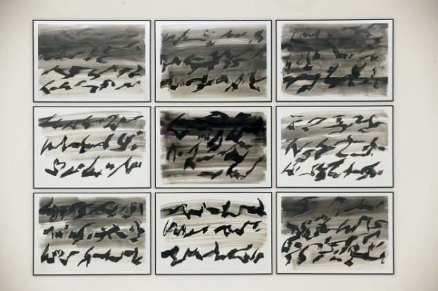 Erik Argus: Sorte fugle Ursonate. Tuschklavering. De enkelte dele af værket er udført til afspilning af Kurt Schwitters Ursonate. Foto: Nils Rosenvold