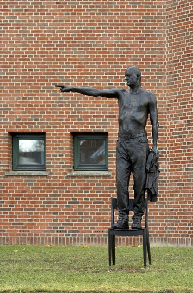 Uden titel, 2005, bronze, Panuminstituttet. Foto: Anders Sune Berg.