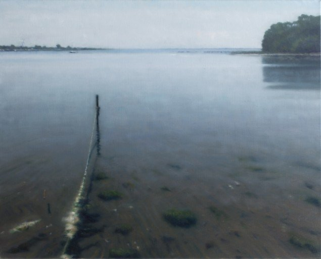 Havstykke med Pæl/Seascape with stake, 2013. Olie på lærred/Oil on canvas, 60x70 cm. Foto: Anders Sune Berg.