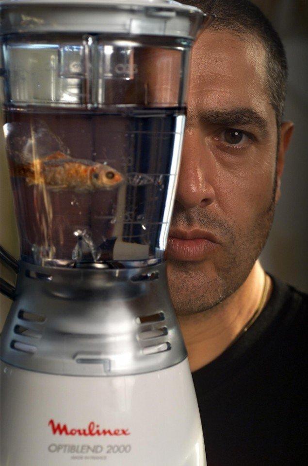 Marco Evaristti blev berømt for de blendede fisk på Trapholt i 2000. Nu er han tilbage i Kolding med en retrospektiv udstilling i anledning af sin 50 års fødselsdag den 25. april. Foto: Lars Nybøll.