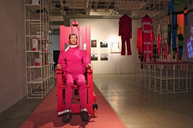 The Last Fashion fra 2008 er en tøjkollektion skabt til fanger på dødsgangen i USA. Sloganet var: If you kill them, kill them in style. Foto: Trine Rytter Andersen