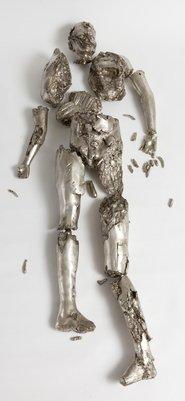 Terrorialista. Kropsdele sønderrevet af terrorbombe genskabt i sølv. I døden er vi alle lige. Foto: Trapholt