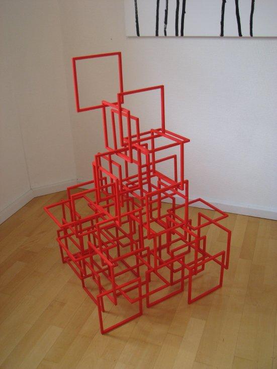 Babel, 2010. Bemalet træ, 100 cm x 70 cm x 70. Foto: Lene Desmentik