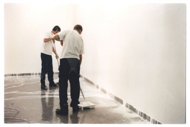 Elmgreen & Dragset: Powerless Structure #15/12 hours of White Paint, 1997. (Pressefoto)