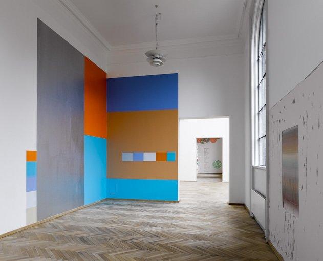 Fra udstillingen Til Vægs på Charlottenborg, 2009. Vægfarve på væg. Foto: Anders Sune Berg