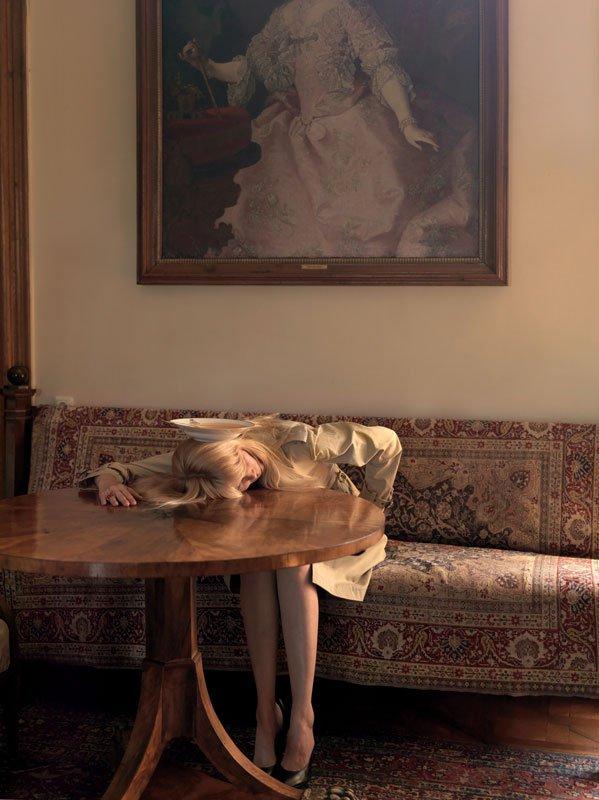 Untitled (Claudia Schiffer), Erwin Wurm, 2009, C-print. 144 cm x 114 cm, ed. 3/5. Courtesy Galleri Bo Bjerggaard. Pressefoto Gl. Holtegaard.
