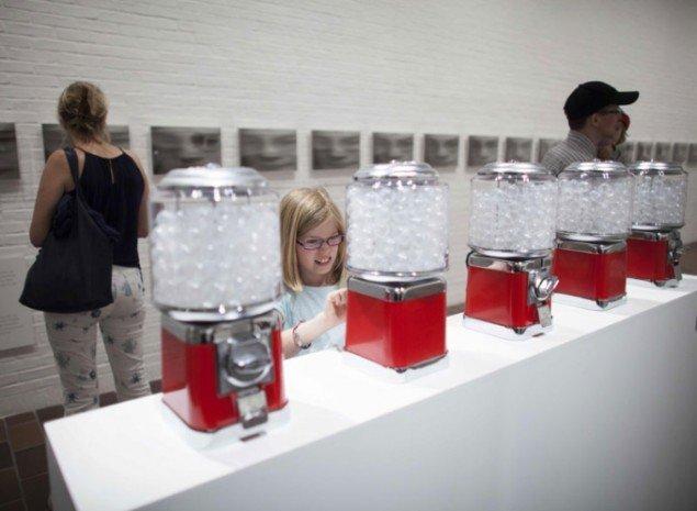 Yoko Ono, Air Dispensers, 1971/2013. Installationsbillede. Foto: Brøndum/Poul Buchard. Credit: Louisiana Museum of Modern Art.