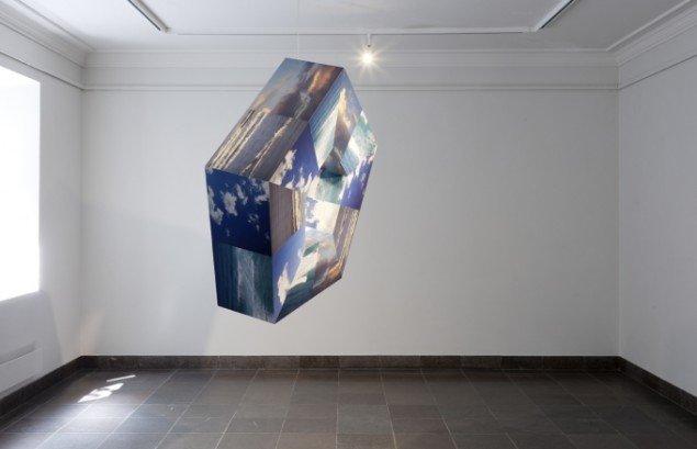 Louise Sparre: Horisont, 2013, 107x102x27 cm. Krydsfiner og laserprint. Foto: Lea Nielsen