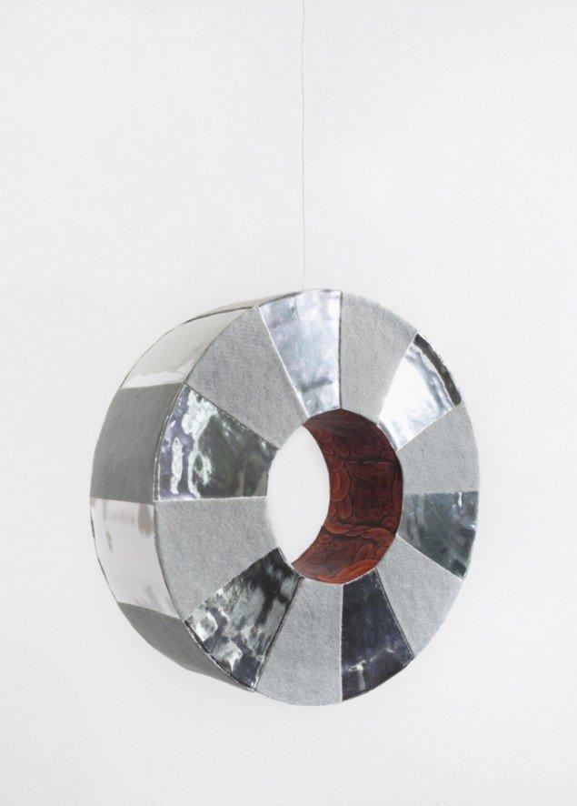 Louise Sparre: Blood vene, 2013, 34x34x9 cm. Pap, filt, folie og print. Foto: Lea Nielsen
