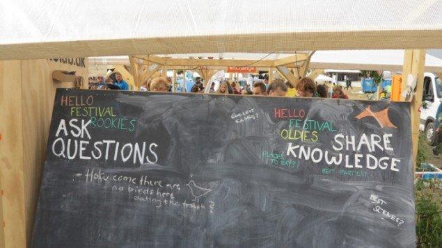 Spørgsmål og vidensdeling i Maker Space. (Foto: Jenny Selldén)