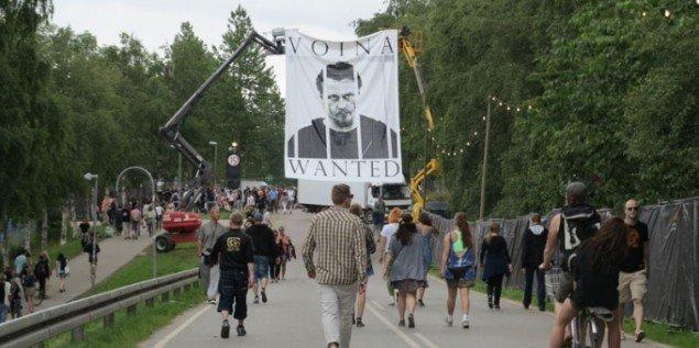 Åbningen af festivalpladsen torsdag var præget af politiske opråb. (Foto: Jenny Selldén)
