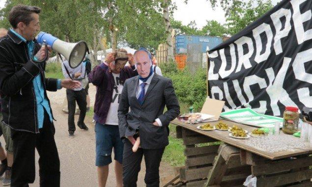 Vores villighed til at se genem fingrene med Putins antidemokratiske dagsordener får konfronterende symbolik. (Foto: Jenny Selldén)