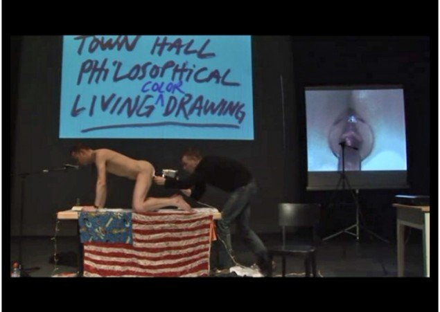 Town Hall Philosophical Living Color Drawing, Sands Murray-Wassink, 2008. Still fra video. Foto: Sands Murray-Wassink.