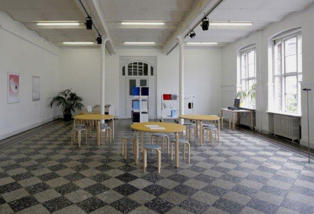 Udstillingens Bibliotek og Julie Riis Andersens Potentielt arkiv og grafisk repræsentation. (Foto: Anders Sune Berg)
