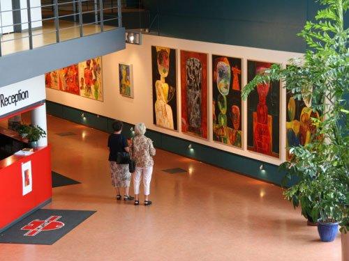 Kulturforum Würth, Kolding. Fernisering på udstillingen Klaus Zylla - fabula & figurer. Foto: Kulturforum Würth