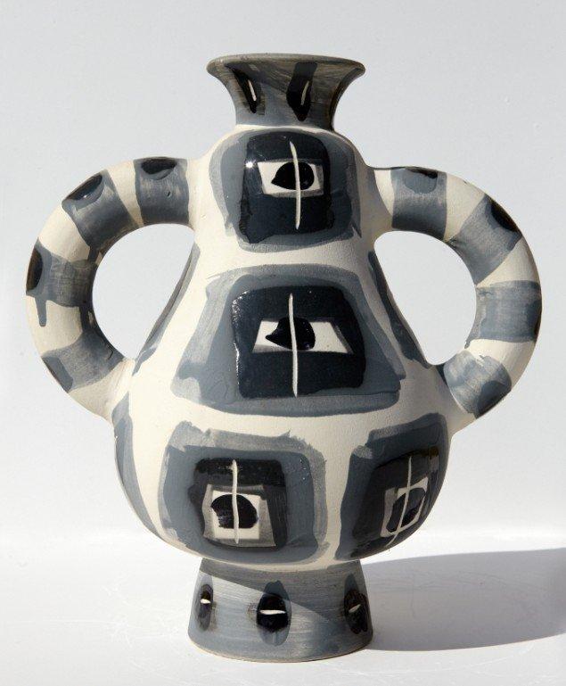 Lin Utzon. Dekorerede Madammer, lertøj med engobeglasur.2002