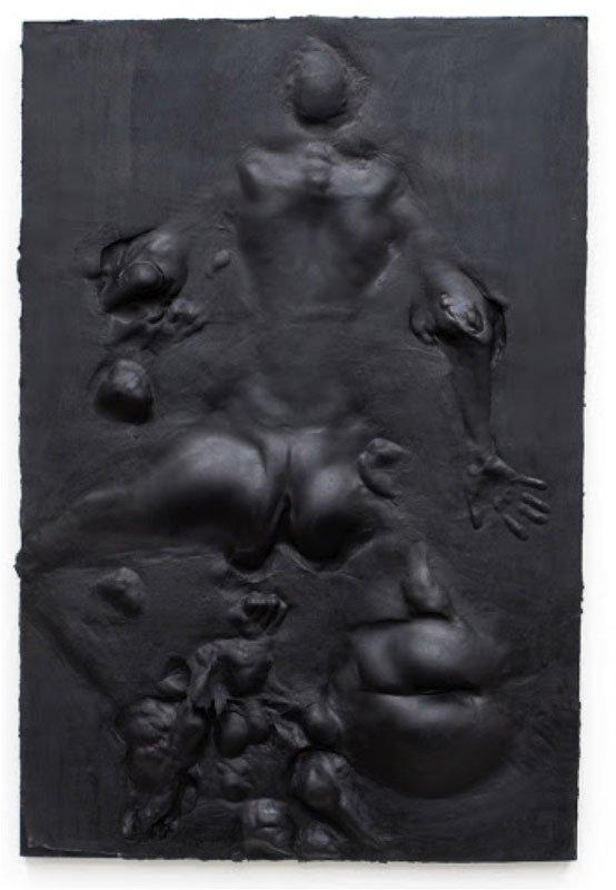 Et af Benvenistes relieffer, støbt i sort gummi.