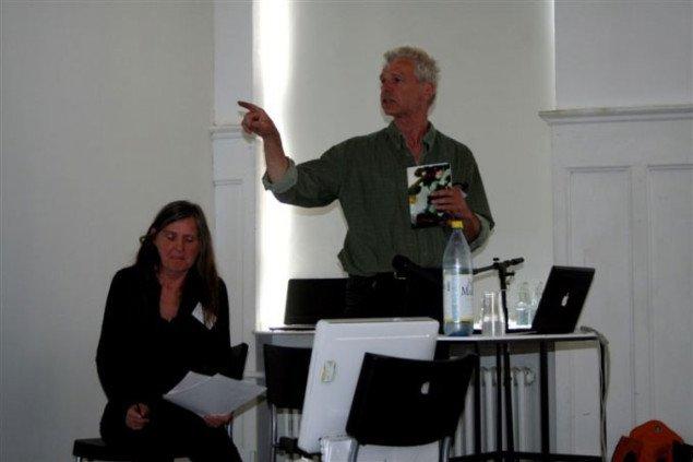 Kirsten Dafour og Finn Thybo Andersen fra YNKB beretter om et langt kunstliv dedikeret til intervenerende kunst. Foto: Overgaden