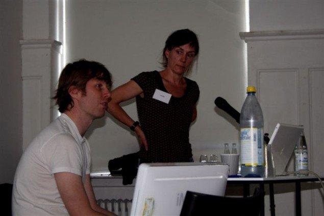Oplægsholderne Lasse Lau og Lise Skou (tidligere C.U.D.I) fortæller om deres kunstprojekter i Vollsmose. Foto: Overgaden