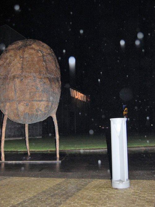 Alfred Harberpointner på Kulturforum Würth: Vægtning, 2007. Bronze. Foto: Mette Harbo Lehmann