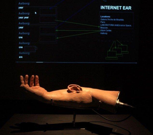 Science Frictions aktuelle udstilling viser Stelarcs leg med teknologiens forhold til kroppen. (fra Science Frictions hjemmeside)