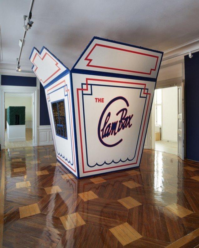 Randi og Katrine: The Clam Box, 2012. Træ, muslingeskaller m.m. 3,75 x 4 x 4 m. Foto: Jan Søndergaard