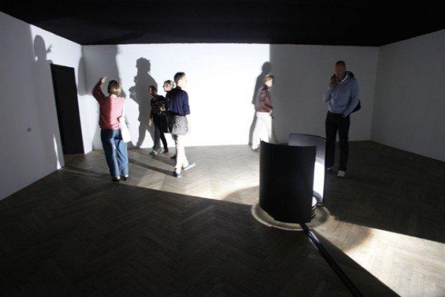 Installationsview fra Olafur Eliassons installation på Mezzaninen i Charlottenborg. (Foto: Carsten Nordholt)