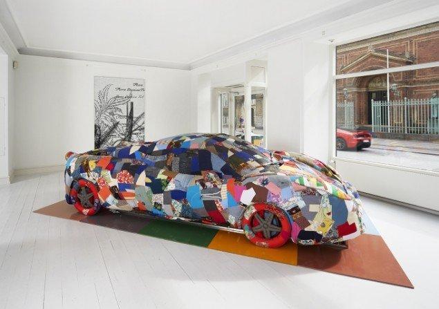 Erik A. Frandsen: 18.03.12 Beijing I, Ferrari og stof, 100 x 215 x 259 cm, 2013. Foto: Jan Søndergaard