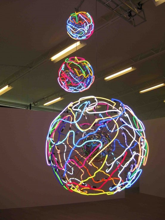 Erik A. Frandsen: Untitled. neon lamper, Esbjerg Kunstmuseum, 150 cm diameter , 2010. Erik A. Frandsen