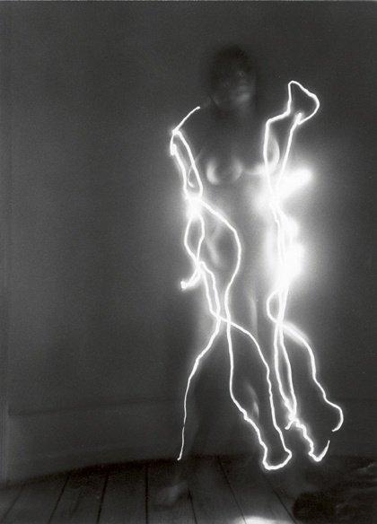 Erik A. Frandsen: Undressing, serier af 20 sort-hvide fotos, hver 500 x 335 mm, 1996. Foto: Erik A. Frandsen