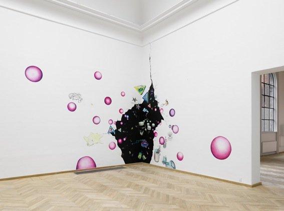 Trine Boesen: Et frisk pust fra cosmos. Acryl og blyant på væg, 5X10 m, Fra udstillingen Til vægs Kunsthal Charlottenborg, 2009. Foto: Peter Misfelt