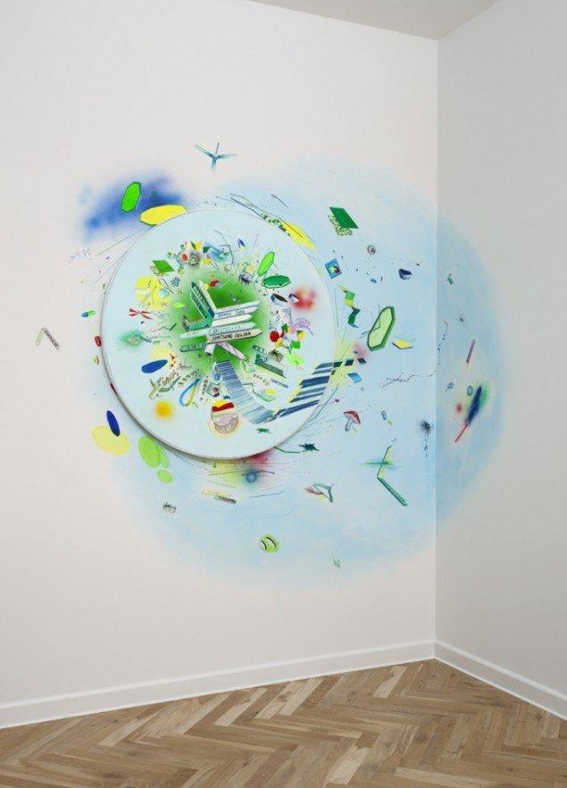 Trine Boesen: Something Golden Akryl og blyant på lærred og på væg.  Maleri 90 i diameter. Installationsview, 2012. Foto: Peter Misfelt