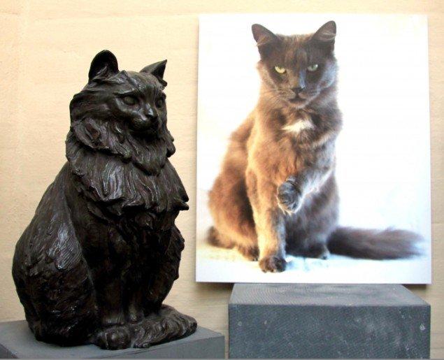 Anja Franke: Tegners kat og min kat, 2013 (fotografi). Foto: Helle Nanny Brendstrup
