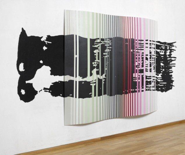 New Wave - Extended Painting # 1, Akryl på bukket HDF og vægbemaling 210x360 cm 2004 Foto: Anders Sune Berg